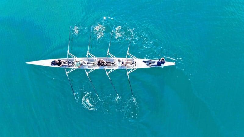 team_working_rowing